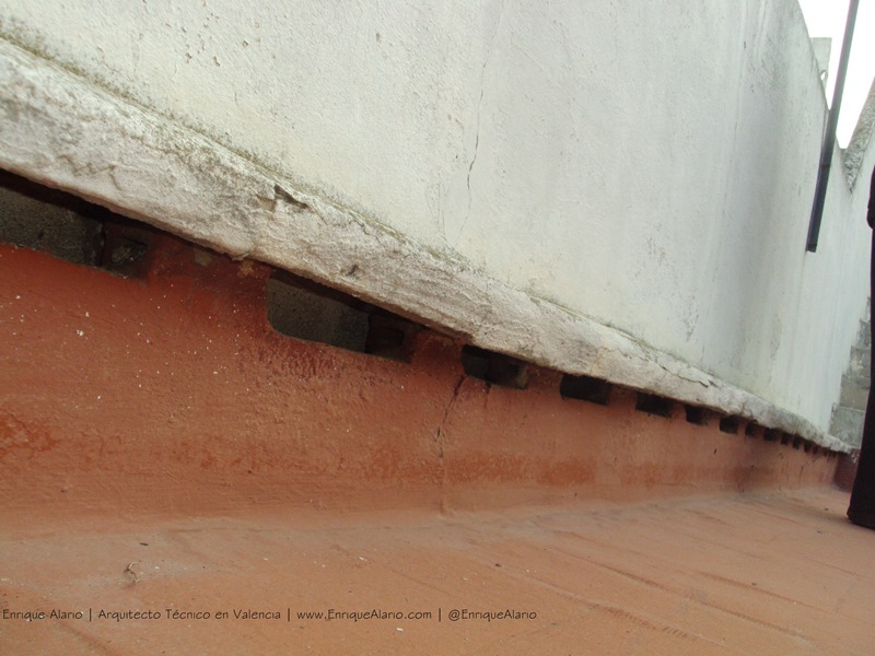 Reparación de cubiertas. Huecos de ventilación de cámara de cubierta
