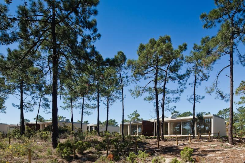 Varias viviendas construidas con ISO containers