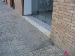 Licencia de actividad en Valencia.  Comprobar rampa de acceso