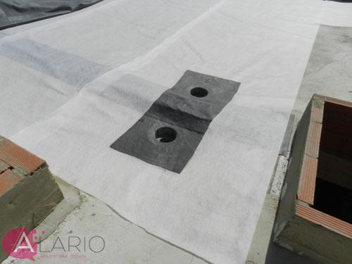 Impermeabilización de cubierta con lámina de EPDM. Refuerzo en sumideros