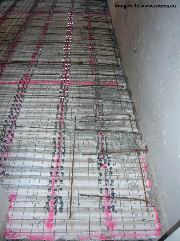 Conectores perimetrales en refuerzo de forjado de madera