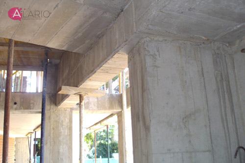 Diferentes niveles de forjado en estructura de hormigón en vivienda unifamiliar