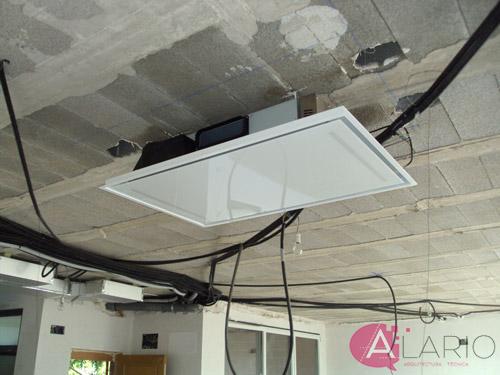 Campana de cocina en techo en construcción de vivienda unifamiliar