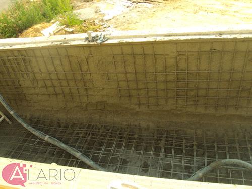 Gunitado de piscina en construcción de vivienda unifamiliar