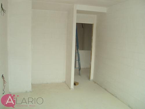 Yesos terminados en dormitorio de construcción de vivienda unifamiliar